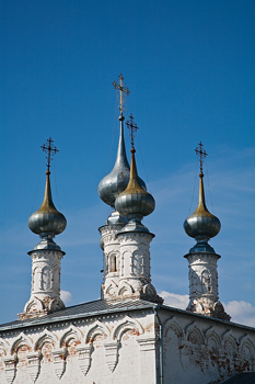 Spires on rooftop of cathedral, Suzdal, Russia