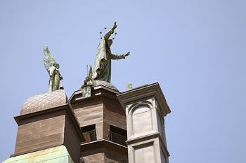 Rooftop statue and figures