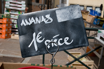 Sign for price of bananas in Euros